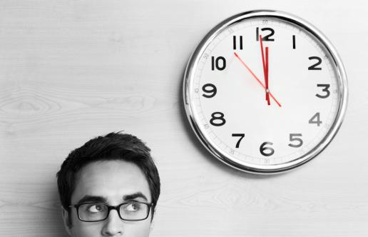 Funcionários x pagamento de hora extra (Ano 2 – Programa 154) Especialista: Ricardo Karpat