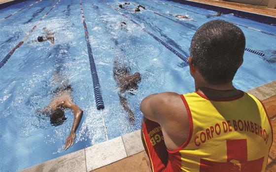 Salva vidas nas piscinas