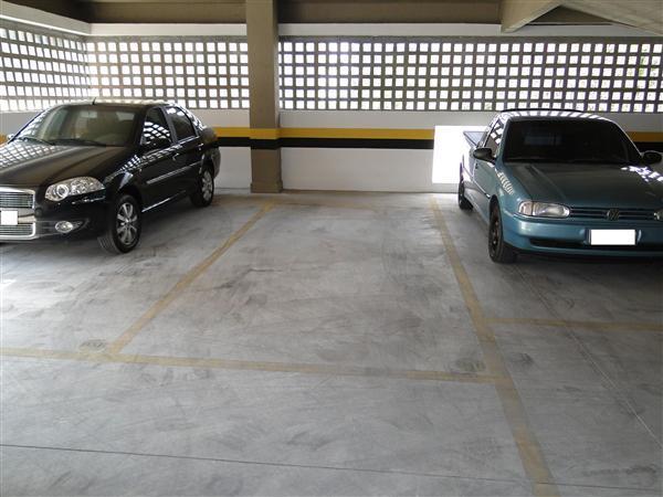 Pode estacionar mais de um veículo por vaga?